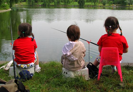 copii-la-pescuit