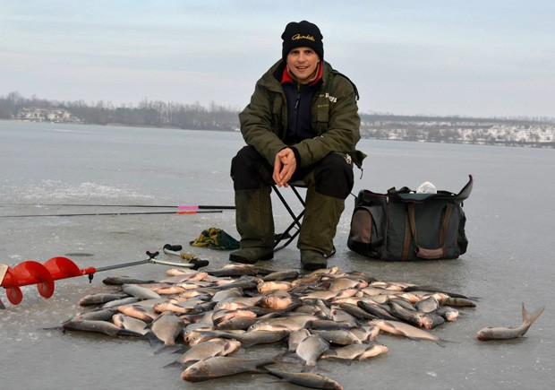 """Dragos Popa, campiona national la pescuit stationar, cu o """"captura"""" pe masura reputatiei sale"""