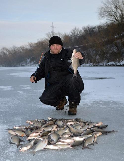 """Florin, un alt pescar fericit, cu """"recolta"""" de iarna"""