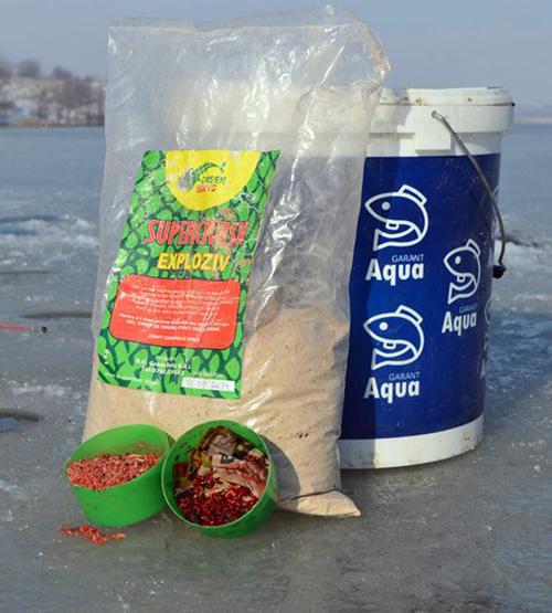 O punga de nada si doua cutii de hrana vie este necesarul unei zile de pescuit la copca